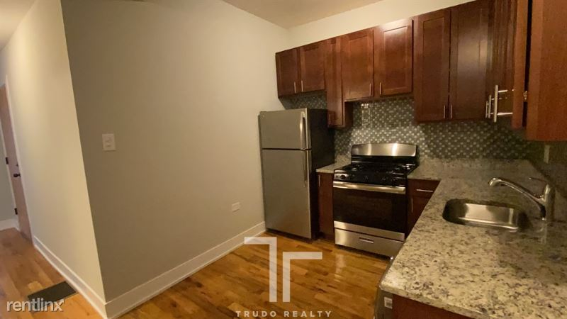 627 W Oakdale Ave, Chicago, IL - $2,150 USD/ month