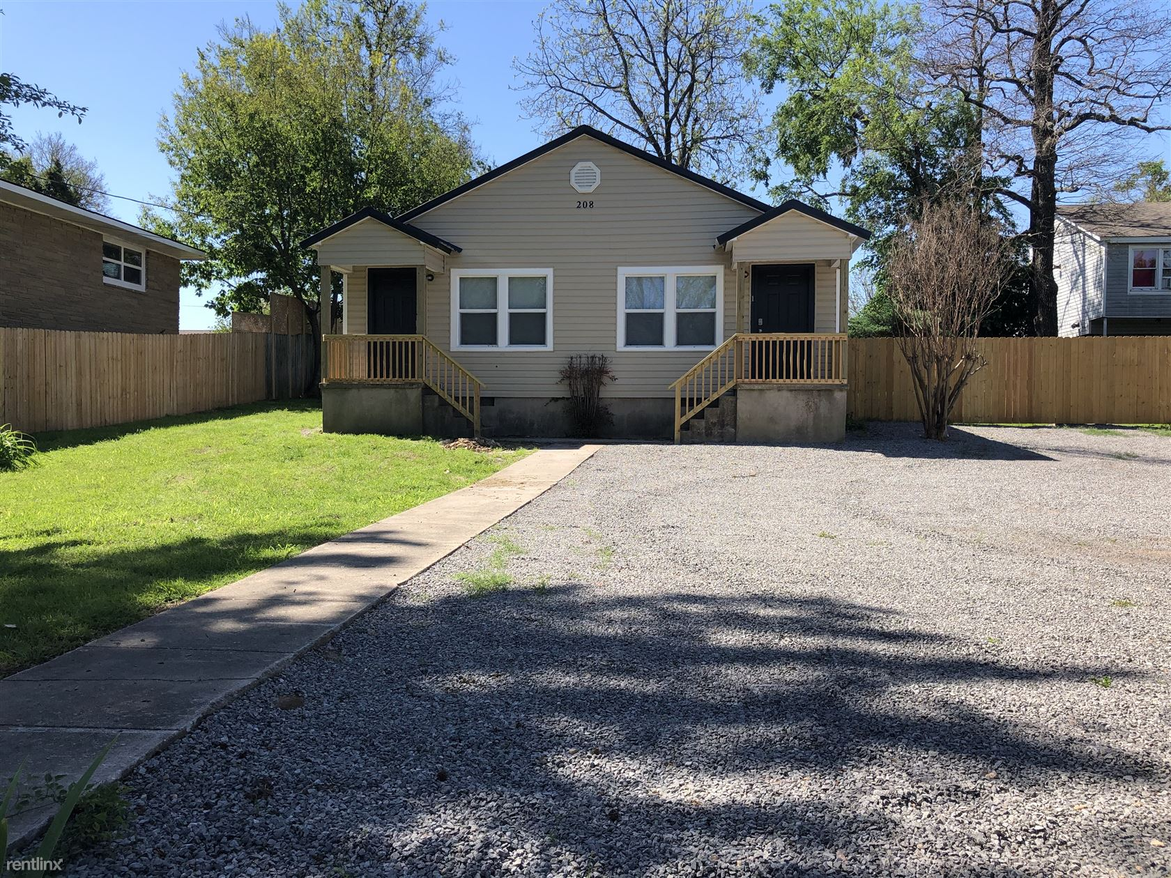 208 Goingsnake St, Tahlequah, OK - $800 USD/ month