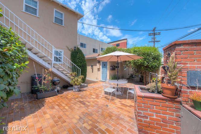 11033 La Maida St, North Hollywood, CA - $1,695 USD/ month