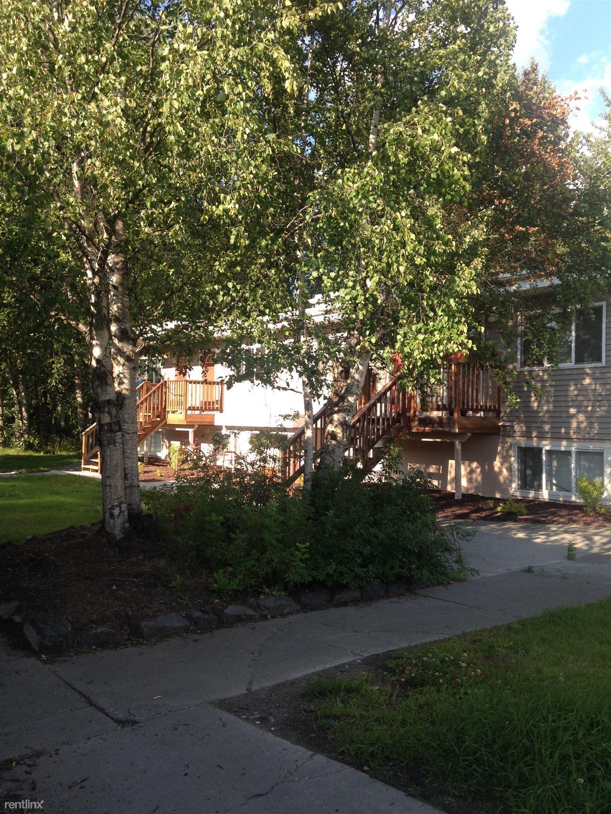3137 Raspberry Rd Apt 8, Anchorage, AK - 950 USD/ month