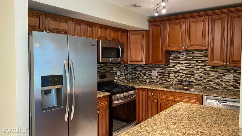9 S110 Lake Dr 14-105, Willowbrook, IL - $1,550 USD/ month