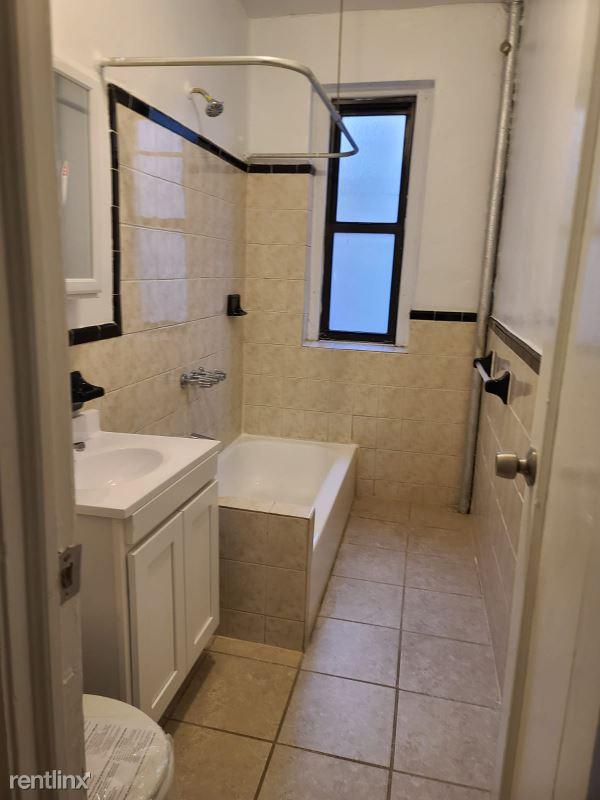 1085 kelly st, Bronx, NY - $2,300 USD/ month