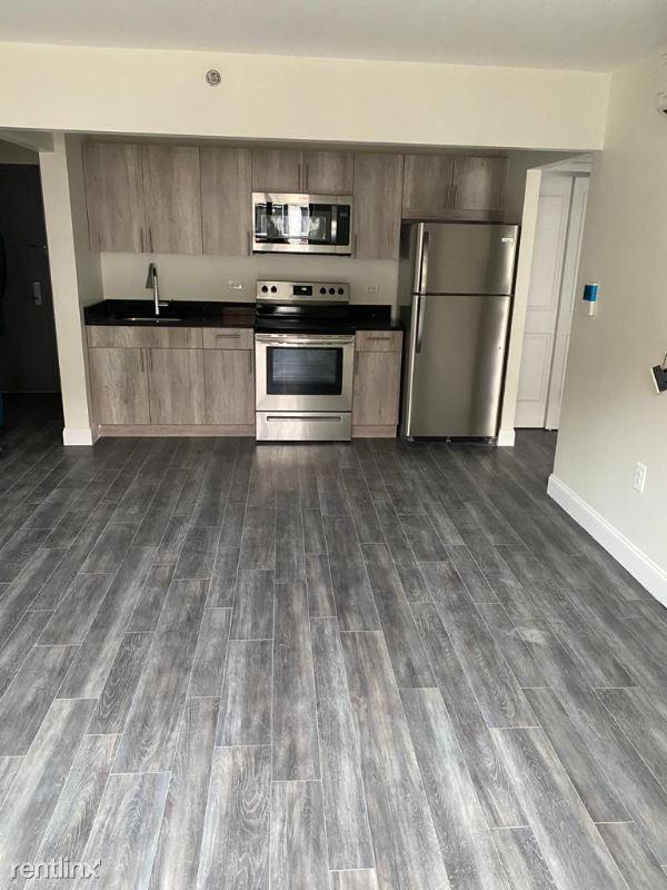 Tinton Ave, Bronx, NY - $1,735 USD/ month