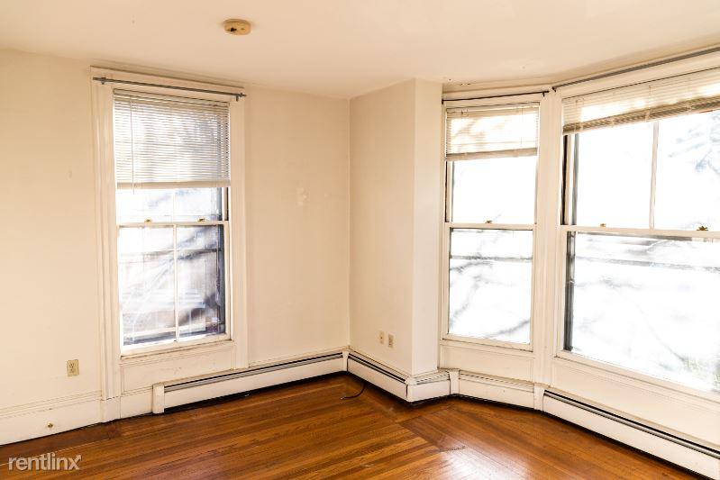 11 Carleton St, Portland ME 4, Portland, ME - $1,600 USD/ month