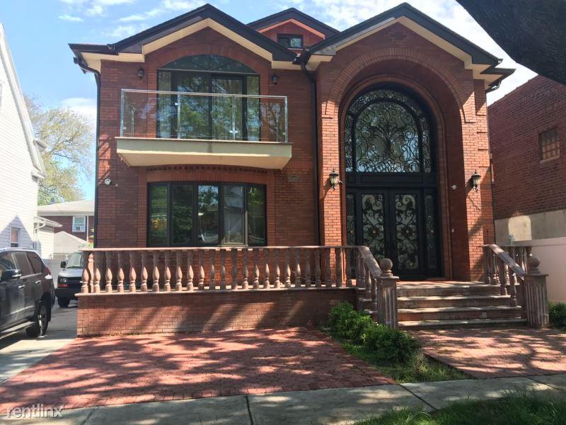 15311 35th Ave, Flushing NY, Flushing, NY - $2,500 USD/ month