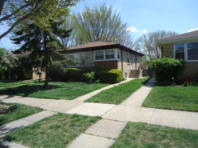 N. Niles Center Rd, Skokie, IL - $2,200 USD/ month