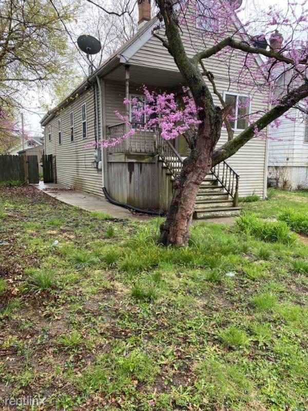 1018 E Virginia Ave, Peoria, IL - $692 USD/ month