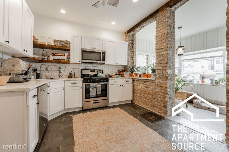 4442 N Kimball Ave, Chicago IL 1, Chicago, IL - $1,750 USD/ month