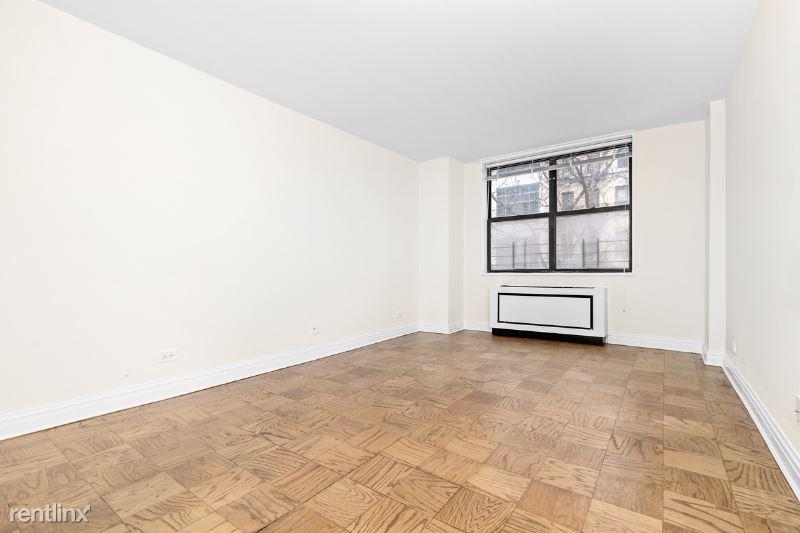 400 E 71st St, New York NY 4P, New York, NY - $3,000 USD/ month