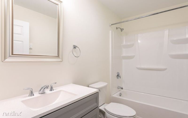 328 Austin St, Westbrook, ME - $700 USD/ month