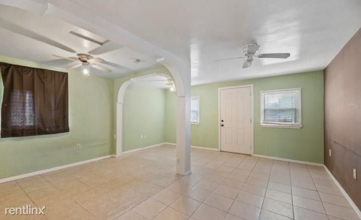114 Eastern Pkwy, Farmingdale, NY - $800 USD/ month