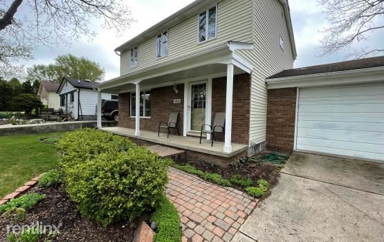 2145 Lakeshire Dr, West Bloomfield, MI - $2,400 USD/ month