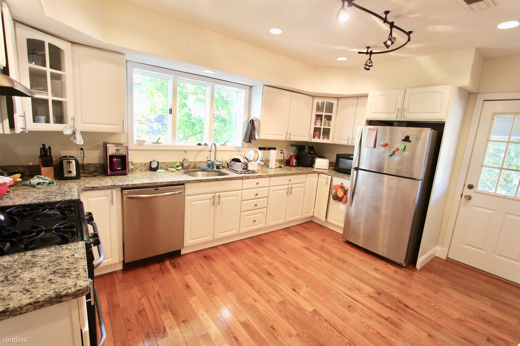 15 Taylor St, Medford, MA - $5,400 USD/ month