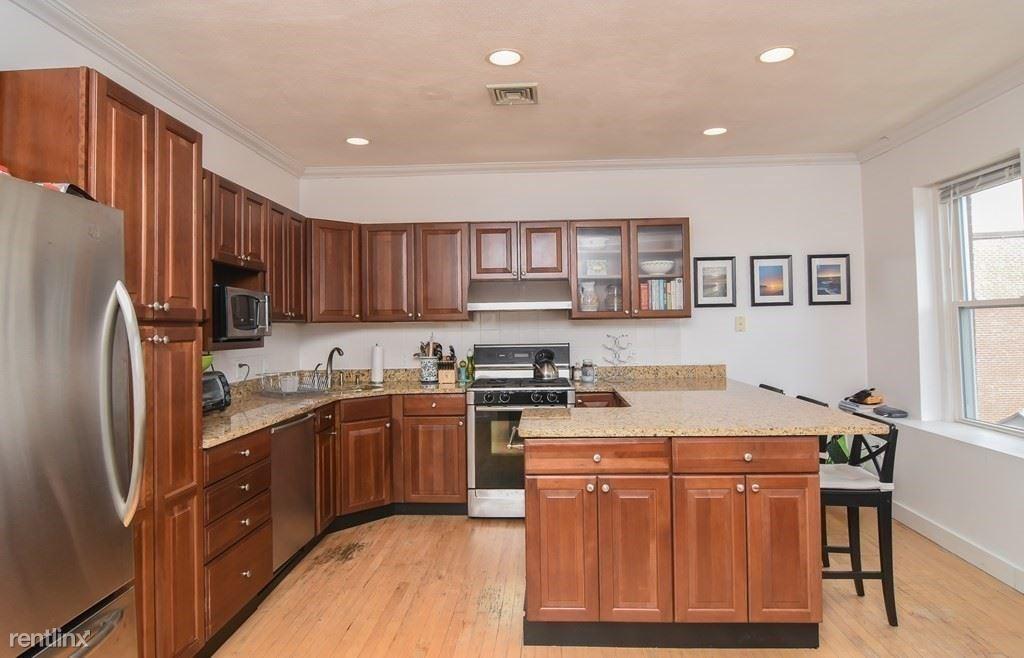 38 N Bennet St, Boston, MA - $990 USD/ month