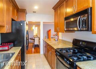 14934 Dickens St Apt 16, Sherman Oaks, CA - $900 USD/ month