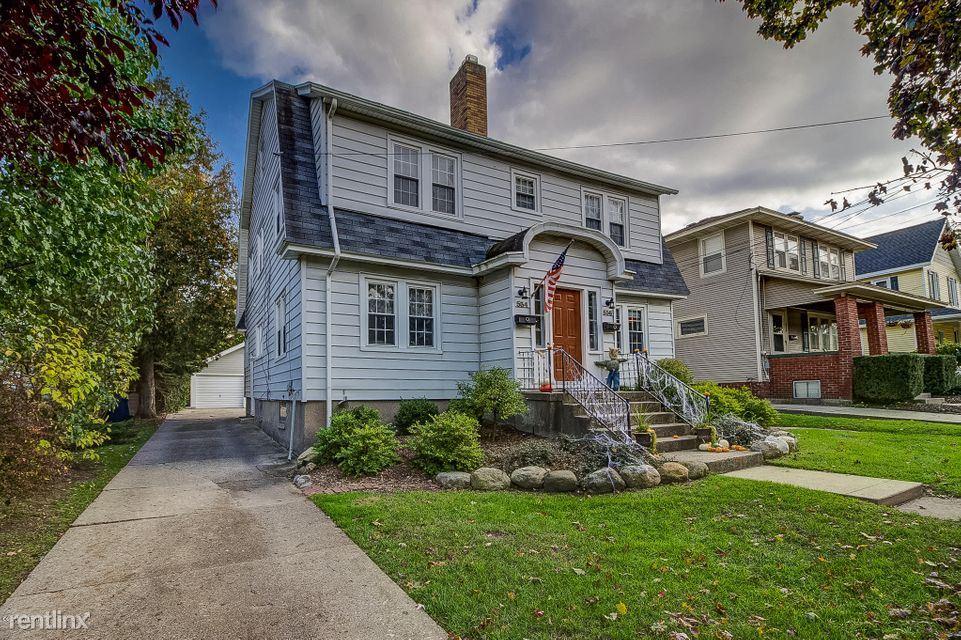 536 Lovett Ave SE, East Grand Rapids, MI - $2,150 USD/ month
