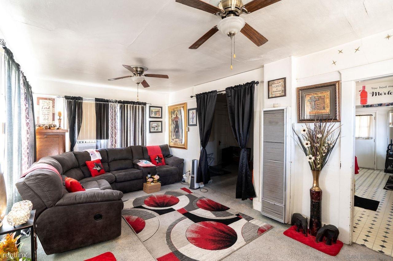 446 30th St, San Diego, CA - $900 USD/ month