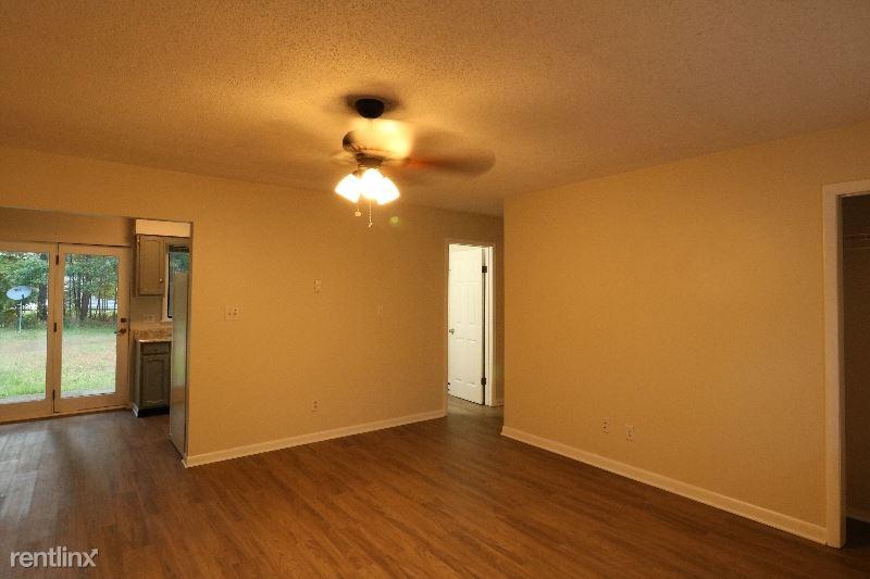 4 Waldron Lane Unit 3, Saratoga Springs, NY - $895 USD/ month