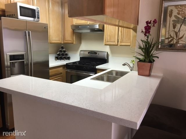 3325 Castle Heights Ave., West Los Angeles, CA - $2,295 USD/ month