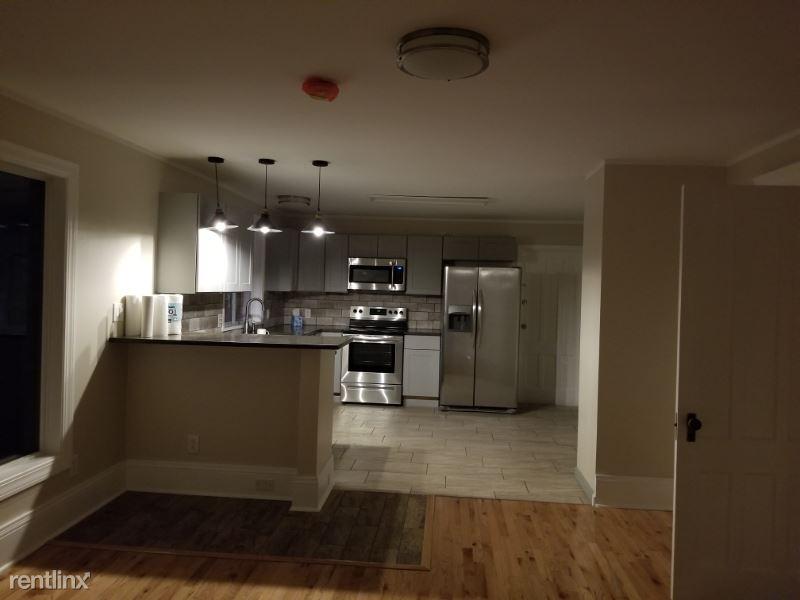 137 Tennyson Ave 2, Syracuse, NY - $1,550 USD/ month