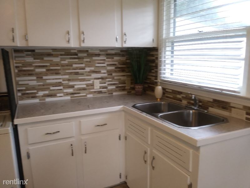 12 Brenner, Saginaw, MI - $750 USD/ month