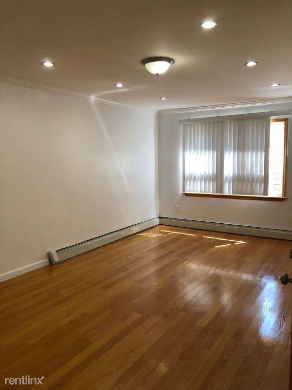 65th Ave, Fresh Meadows NY, Fresh Meadows, NY - $2,300 USD/ month