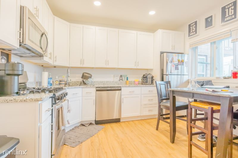 219 Bennington St. 3, Boston, MA - $3,700 USD/ month