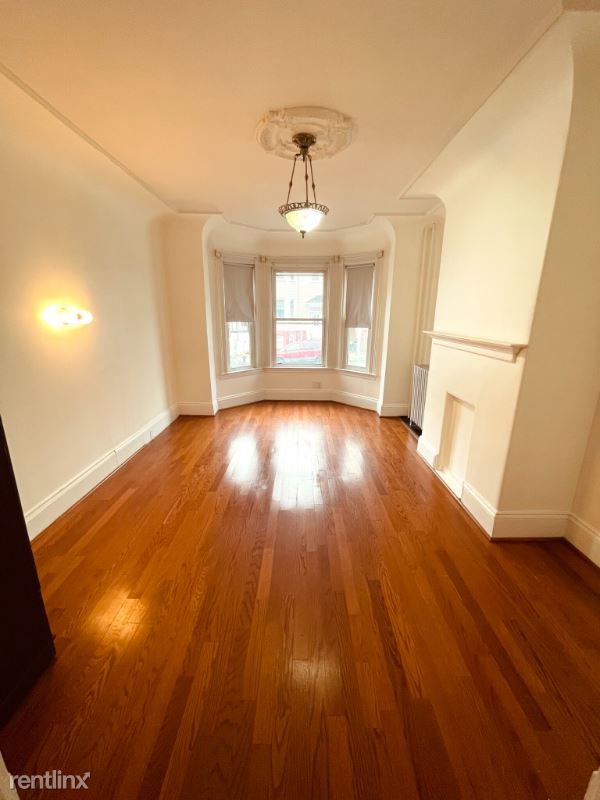 438 Meridian St. 1, Boston, MA - $2,200 USD/ month