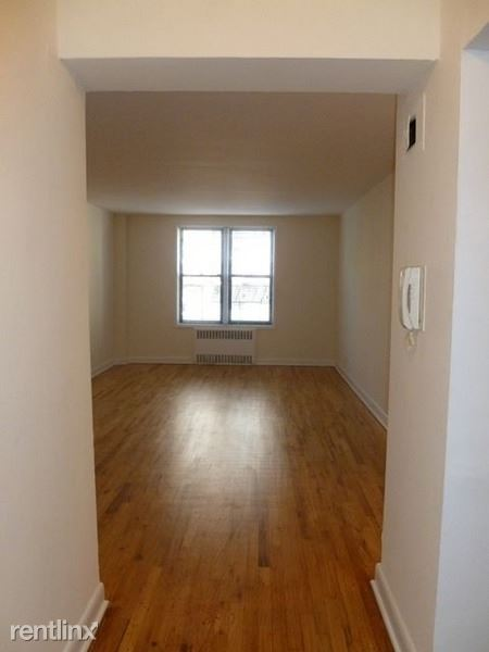 4515 Colden St 5, Flushing, NY - $2,300 USD/ month