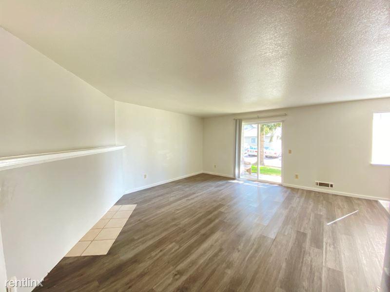 2707 Lincoln Way B12, Lynnwood, WA - $1,290 USD/ month