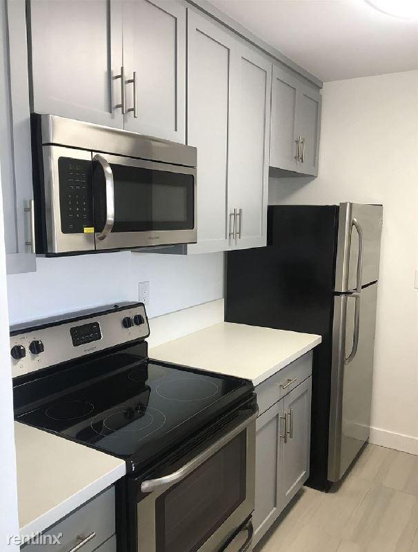 304 Sapphire St, Redondo Beach, CA - $500 USD/ month