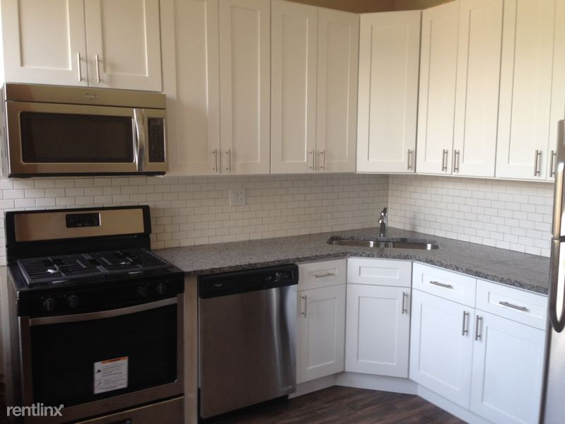 1358 W Barry Ave, Chicago IL 2, Chicago, IL - $2,100 USD/ month