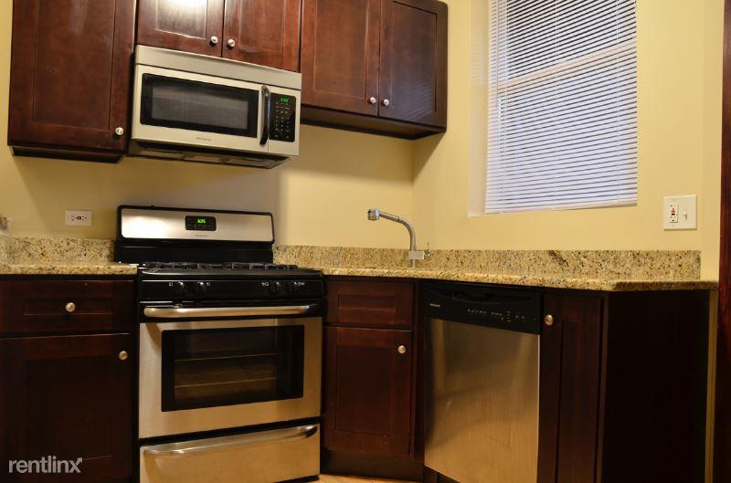 858 W Fletcher St, Chicago IL 1N, Chicago, IL - $3,500 USD/ month
