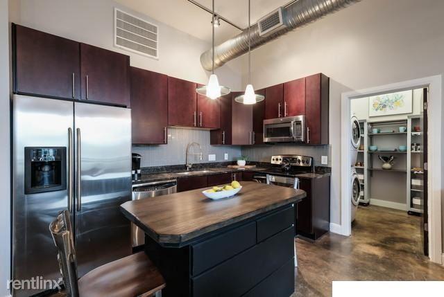 831 S Flores St, San Antonio, TX - $1,500 USD/ month