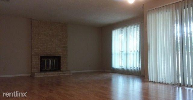11843 Braesview, San Antonio, TX - $1,000 USD/ month