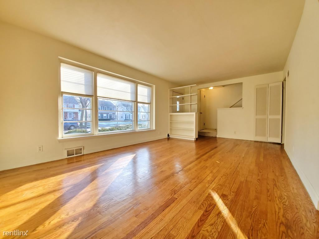 5161 North Kent Avenue, Whitefish Bay, WI - 2,550 USD/ month