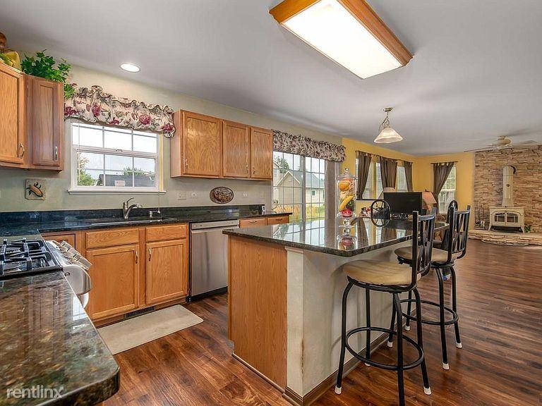 631 Yoakum, Oswego, IL - $2,000 USD/ month