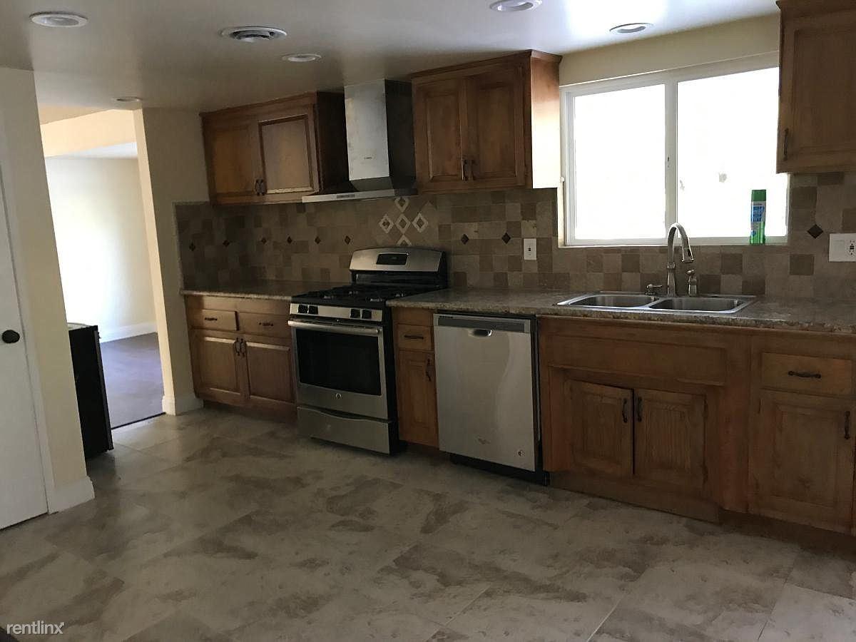 321 E Gainsborough Rd, Thousand Oaks, CA - $3,200 USD/ month