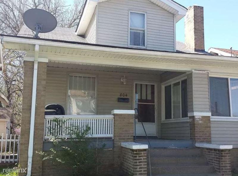 804 E Mcclure Ave, Peoria, IL - $692 USD/ month