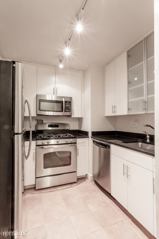 east 94th st, New York, NY - $2,330 USD/ month
