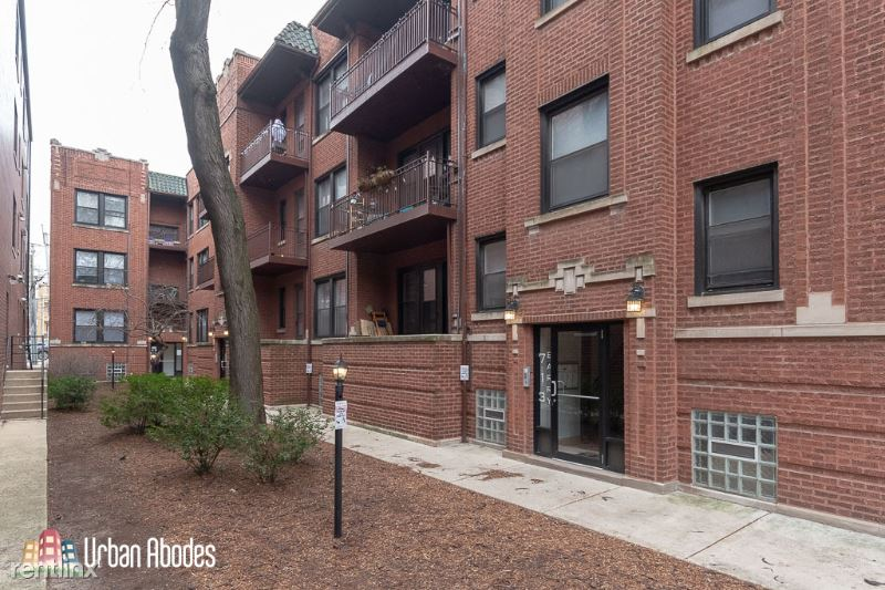 713 W Barry Ave 1, Chicago, IL - $1,695 USD/ month