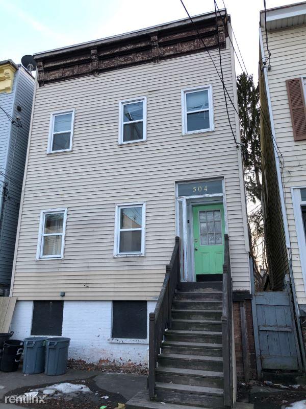 Washington Ave, Albany, NY - $1,300 USD/ month