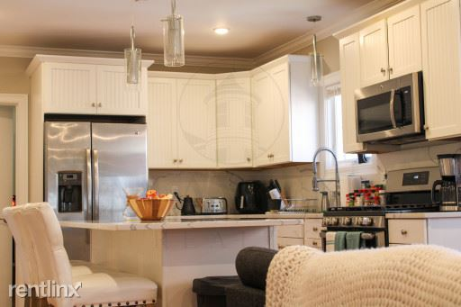 116-118 Holland Street, Somerville, MA - $5,300 USD/ month