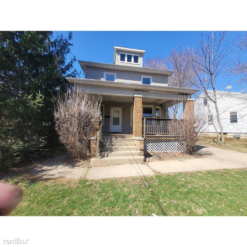 N Ellis St, Peoria, IL - $683 USD/ month