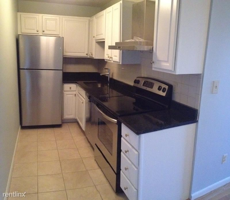 14 Murdock 3-4, Somerville, MA - $2,025 USD/ month