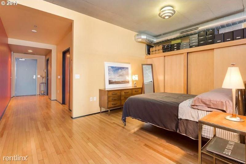 1410 NW Kearney St, Portland, OR - $1,200 USD/ month