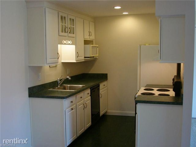 9705 Kingsbridge Dr, Fairfax, VA - $700 USD/ month