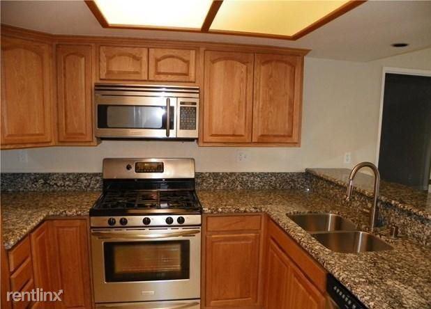 551 E Kellogg Rd, Bellingham, WA - $700 USD/ month