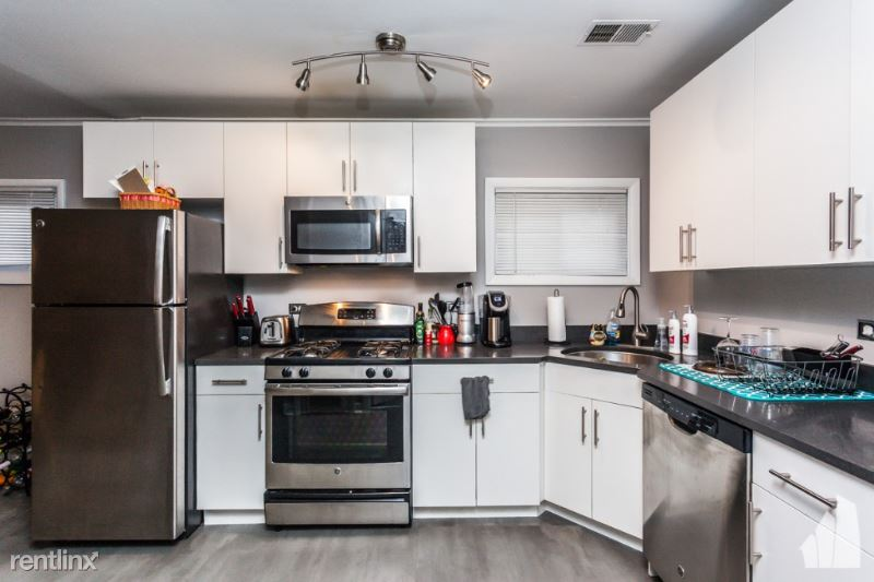 3256 N Southport Ave 3, Chicago, IL - $2,000 USD/ month