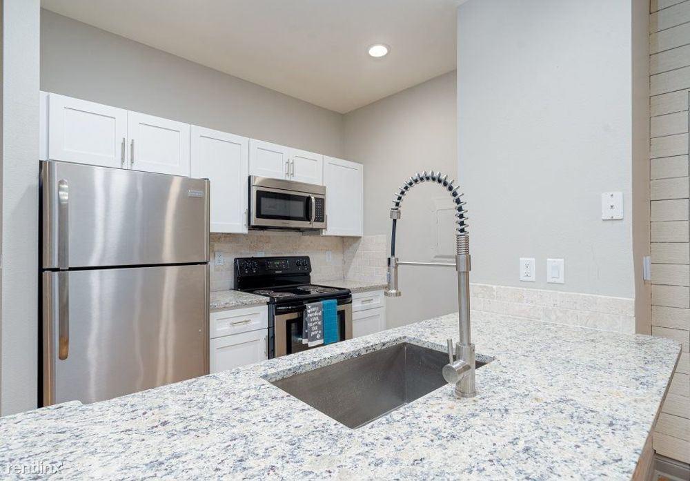 410, San Antonio, TX - $938 USD/ month